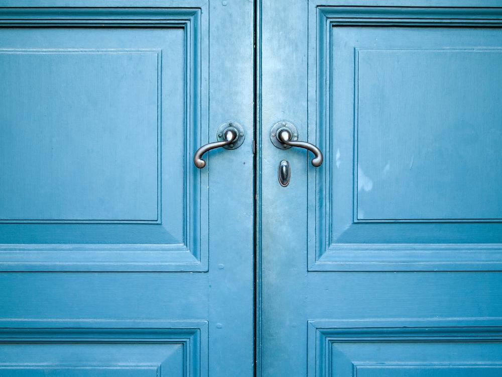 laque écologique portail bleu