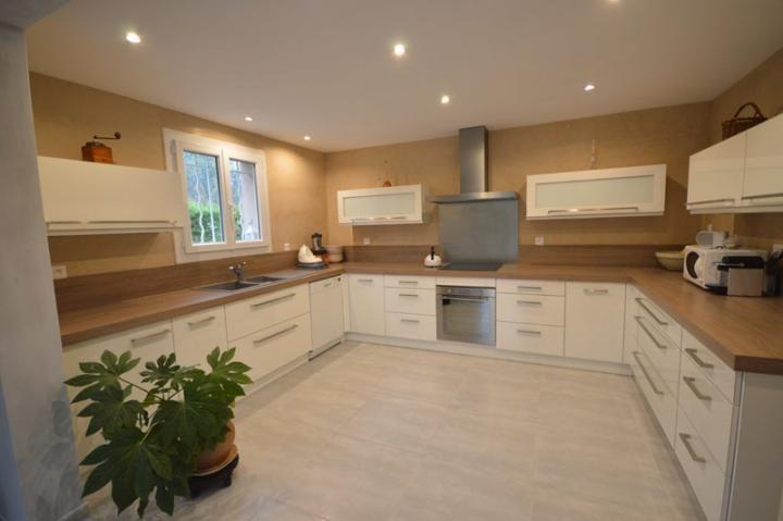 peinture naturelle et enduit la chaux dans une cuisine belcod ne. Black Bedroom Furniture Sets. Home Design Ideas