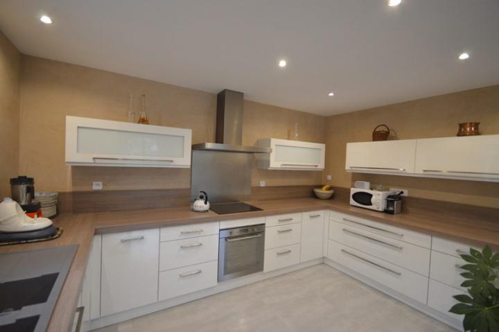 peinture naturelle et enduit la chaux dans une cuisine. Black Bedroom Furniture Sets. Home Design Ideas